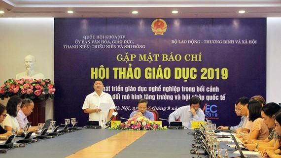 At the education press briefing (PHoto : SGGP)