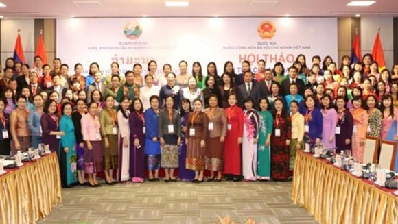 Women deputies pose photo at the workshop