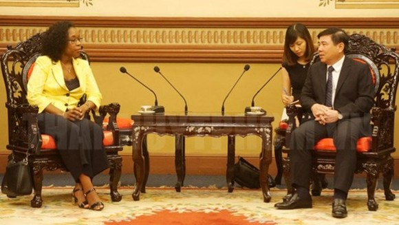 Chairman of the Ho Chi Minh City People's Committee Nguyen Thanh Phong and Attorney General Beatriz Buchili