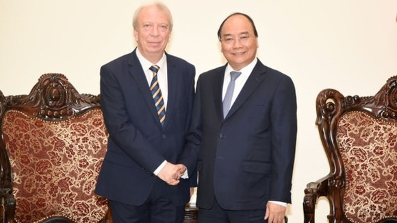 Vietnamese Prime Minister Nguyen Xuan Phuc and Bulgarian ambassador in Vietnam Mr. Evgueni Stefanov Stoytchev (photo:VGP)