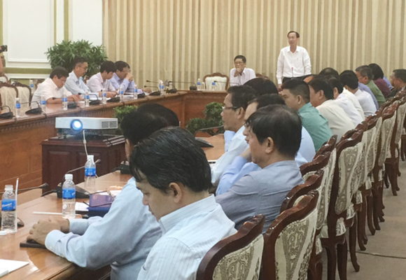 An urgent meeting with people's committees of 24 districts this morning
