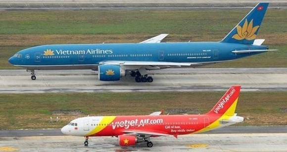 Vietnam Airlines and VietJet Air must stop exploiting their domestic flights to the south- central and central highlands provinces due to typhoon Damrey