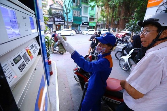 The retail price of RON 92 petrol rises by  VND 271- Illustrative image (Source: VNA)