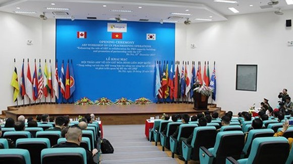 Vietnam co-chairs ASEAN regional forum seminar on UN peacekeeping