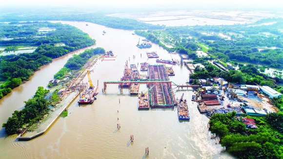Anti-flooding projects and  culverts to convey the flow in Muong Chuoi (district of Nha Be, Ho Chi Minh City) which are built (Photo: QUOC HUNG)