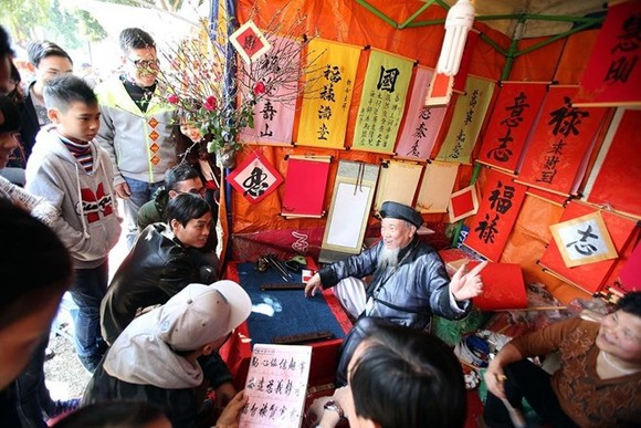 The annual Spring Calligraphy Festival, underway at Van Mieu – Quoc Tu Giam from February 9-25, is part of a series of events in Hanoi to celebrate Tet festival, the Vietnamese New Year. Illustrative image. (Photo: ANTD)