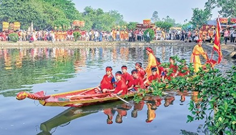 At  the Keo pagoda festival (Source: baothaibinh.vn)