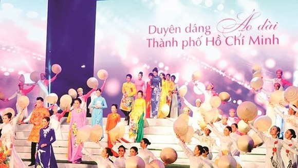 Ho Chi Minh City Ao Dai Festival takes place during March (Photo:Cao Thang)