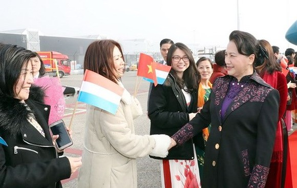 Vietnamese National Assembly Chairwoman Nguyen Thi Kim Ngan arrives in Schiphol International Airport, Amsterdam city to begin an official visit to the Netherlands (Photo: VNA)