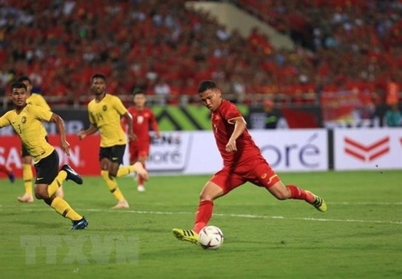 Nguyen Anh Duc scored one more goal to double Vietnam's advantage in the match with Malaysia on November 16. (Photo: VNA)