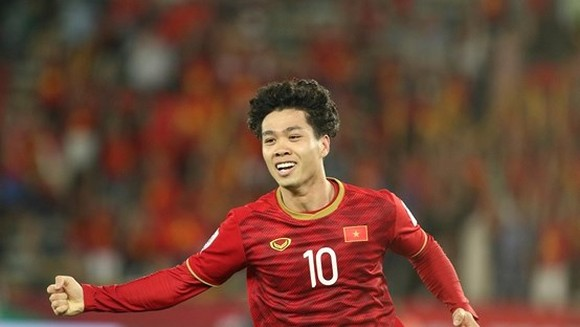 Striker Cong Phuong is voted as the best footbaler by FoxSports in match against Iraq