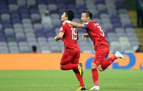 "Midfielder Quang Hai wins ""Best Goal"" Award at Asian Cup 2019  (photo:Anh Khoa)"