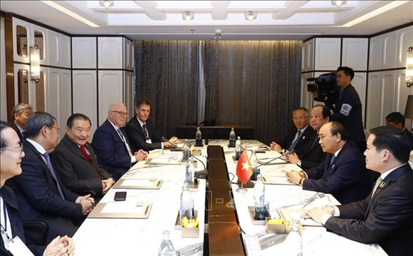 At the meeting between Vietnamese Prime Minister Nguyen Xuan Phuc and leaders of Thailand's major groups (Photo: VNA)