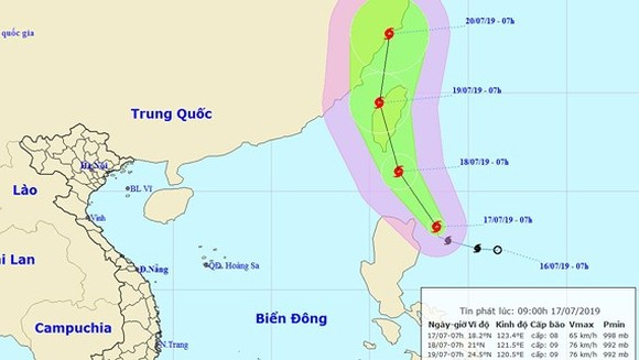 """Typhoon """"Danas"""" triggers downpours and violent wind in East Sea"""
