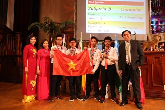 Four students win gold medals at the individual contest (Source: VNA)