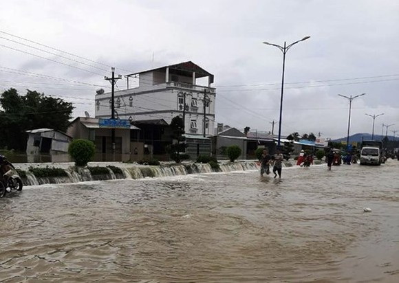 Unstoppable downpours and flash flood triggered serious flooding, landslide and interrupted traffic in localities in recent days
