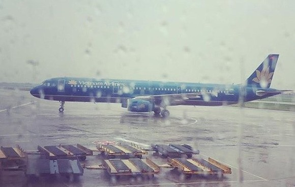 Flights from/ to Phu Quoc are cancelled because of downpours and violent winds.