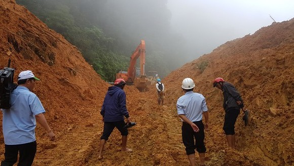 Quang Tri suffers several day power outages