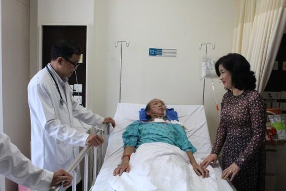 Cứu sống bệnh nhân người Campuchia bị hôn mê sâu vì tự ý dùng thuốc ảnh 2