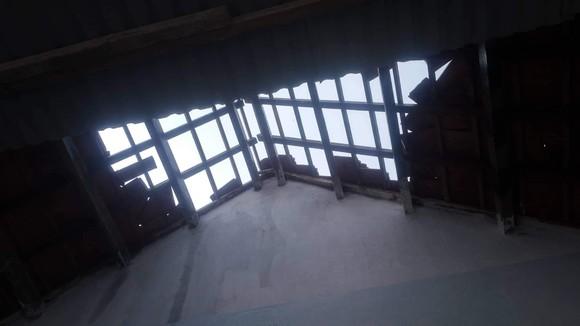 Quảng Ngãi: Dông lốc, sét khiến hàng chục nhà bị tốc mái, ngã đổ cây rừng ảnh 1