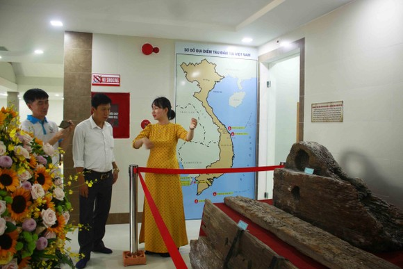 Đoàn chuyên gia tìm hiểu về văn hóa Sa Huỳnh và tàu đắm cổ Việt Nam tại Quảng Ngãi ảnh 7