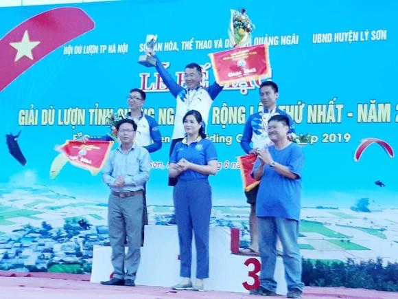 VĐV Hàn Quốc đoạt giải Nhất giải dù lượn quốc tế tổ chức ở đảo Lý Sơn ảnh 1