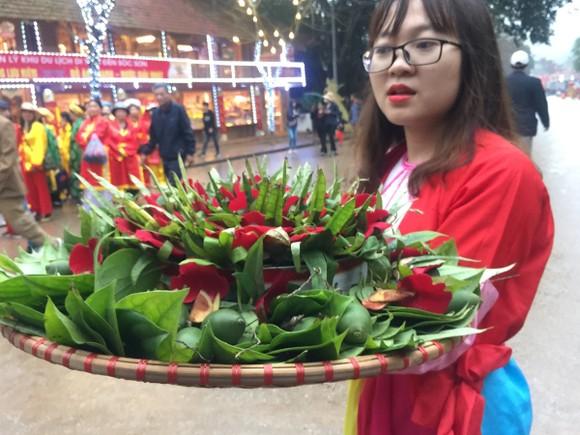 """Không """"cướp lộc"""" hoa tre, lễ hội Gióng đền Sóc bình yên ảnh 2"""