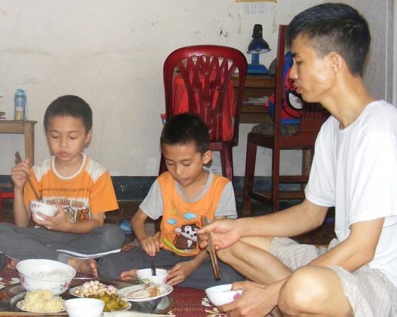 3 bố con cùng mắc bệnh tan máu bẩm sinh ảnh 1