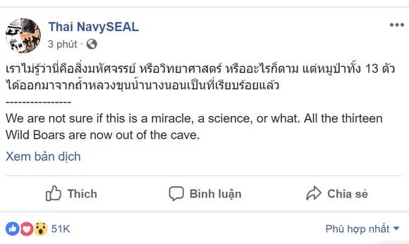"""Tất cả 13 thành viên đội bóng """"nhí"""" Thái Lan đã được giải cứu, HLV 25 tuổi ra sau cùng ảnh 1"""