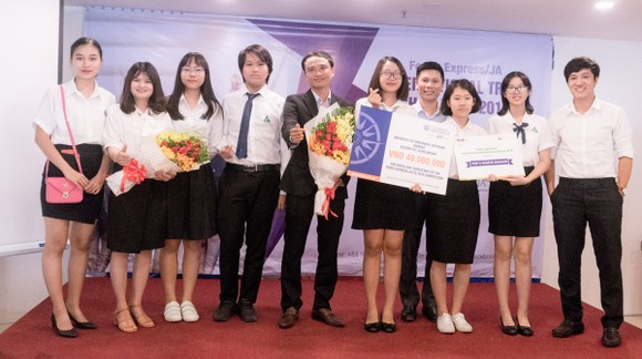 UK Academy đại diện Việt Nam tham dự vòng thi khu vực châu Á - Thái Bình Dương ITC 2018  ảnh 1