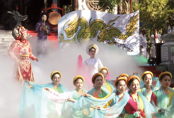 Nét đẹp lễ hội đầu Xuân Huế ảnh 2