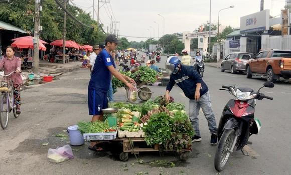 Đi chợ công nhân ảnh 1