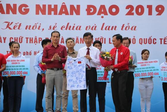 Công ty XSKT TPHCM trao tặng Hội Chữ thập đỏ TPHCM 3 tỷ đồng  ảnh 1