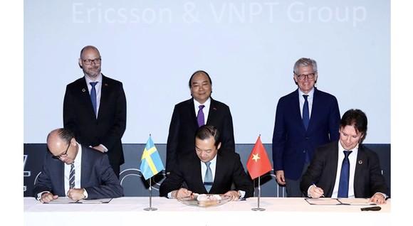 Lễ ký kết hợp tác giữa VNPT và Ericsson diễn ra trong khuôn khổ chuyến thăm chính thức Thụy Điển của Thủ tướng Nguyễn Xuân Phúc và đoàn cấp cao Việt Nam