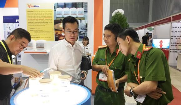Khai mạc triển lãm Quốc tế về Kỹ thuật và Phương tiện PCCC, cứu nạn, cứu hộ ảnh 1