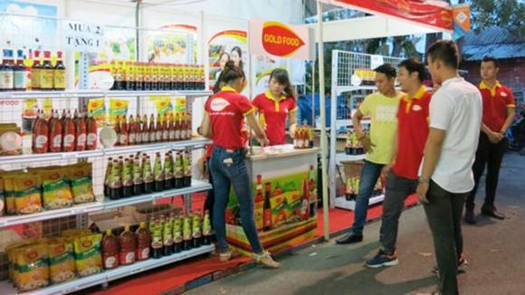 Một gian hàng giới thiệu sản phẩm của doanh nghiệp TPHCM tại Bến Tre