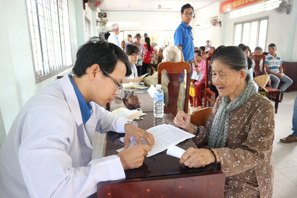 Hết lòng vì người nghèo, học sinh khó khăn miền cù lao đất mặn Tân Thạnh, Tiền Giang ảnh 2