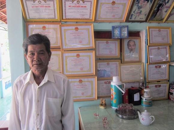 登文甜先生獲得不少社會慈善工作獎狀。