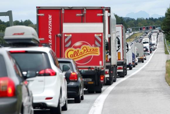 之前, 歐盟各國對汽車二氧化碳減排目標仍存有分歧。(圖源:路透社)