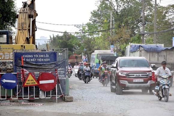 第七郡黃晉發街與黃國越街交岔路的掘路工程。