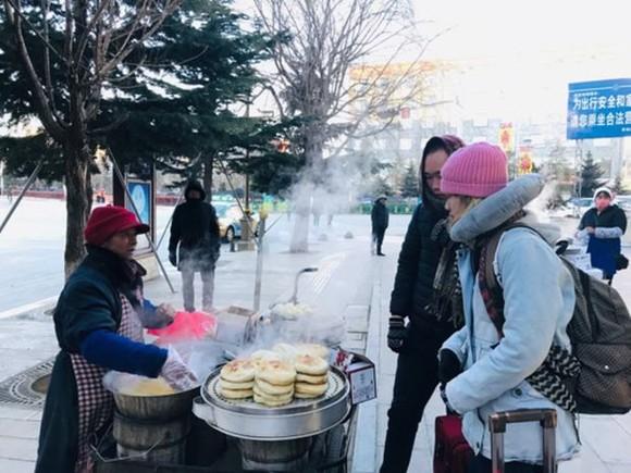 即使在路邊購買水果、蔬菜, 中國人都不需用現金交易。