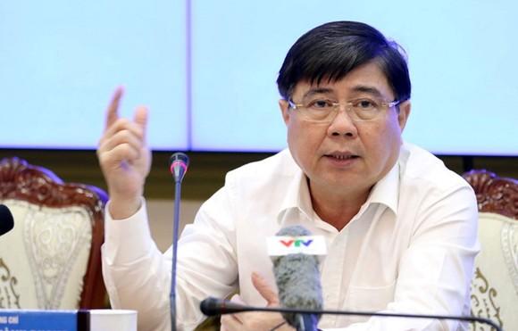 市人委會主席阮成鋒主持會議並發言。(圖源:可和)