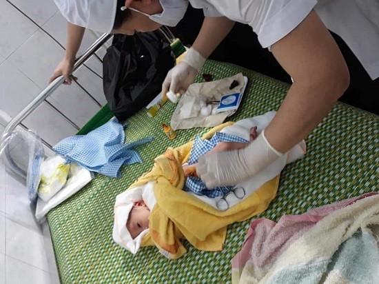 被遺棄的男嬰已獲送往廣義省婦產與兒童醫院,受到醫療照護。(圖源:)