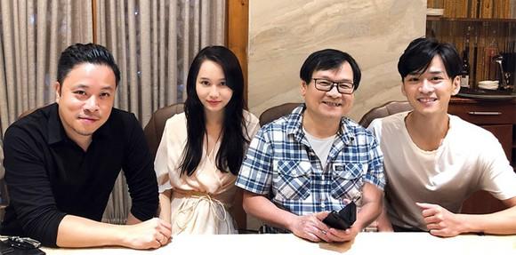 在《碧眼》影片開拍之前,竹英、陳義兩演員獲Victor 武導演(左一)推薦給阮日英作家。