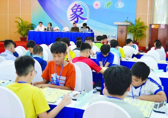 各年齡組進行象棋比賽。