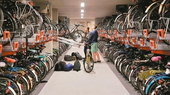 烏特勒支市中央車站的腳踏車停車場完成擴建並於19日開放,可停放12,656輛腳踏車,規模世界最大。(圖源:互聯網)