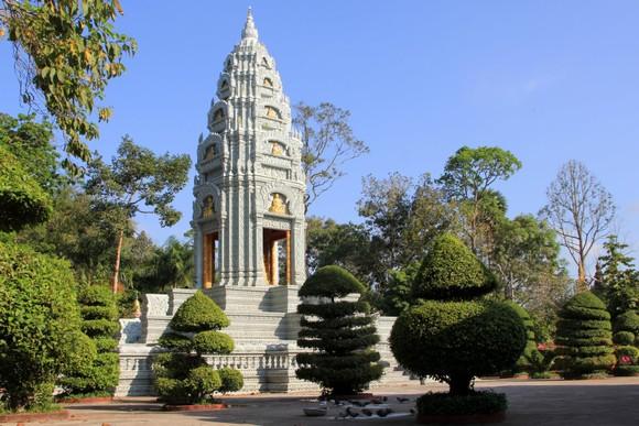 Ngôi chùa thu hút đông đảo giới trẻ miền Tây kéo đến check-in ảnh 5