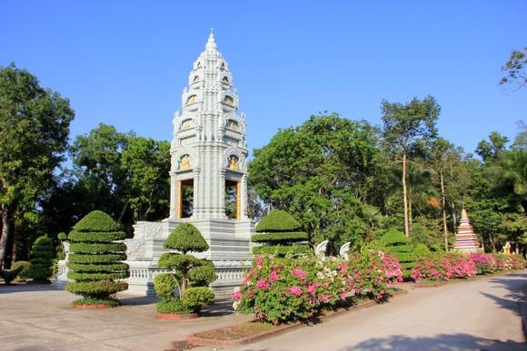 Ngôi chùa thu hút đông đảo giới trẻ miền Tây kéo đến check-in ảnh 1
