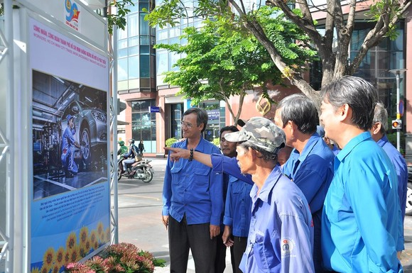Khai mạc triển lãm 'Công đoàn Việt Nam – 90 năm một chặng đường lịch sử' ảnh 6