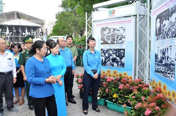 Khai mạc triển lãm 'Công đoàn Việt Nam – 90 năm một chặng đường lịch sử' ảnh 1